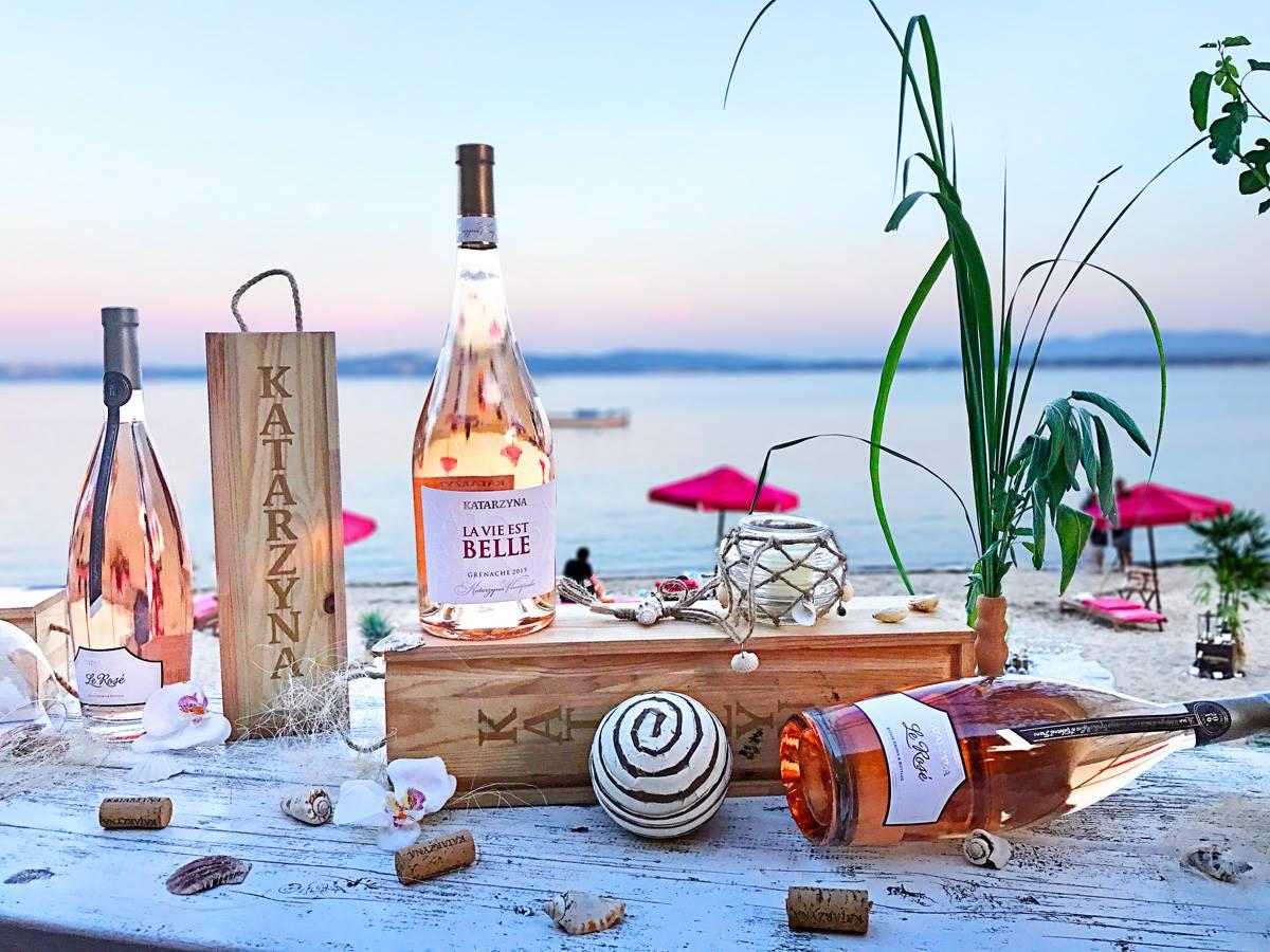 海を眺めながら飲むロゼは格別の美味しさ