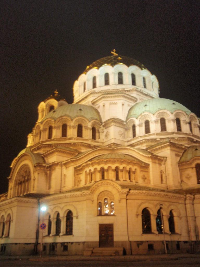 ソフィア中心部にある祈りの場「アレクサンドル・ネフスキー大聖堂」
